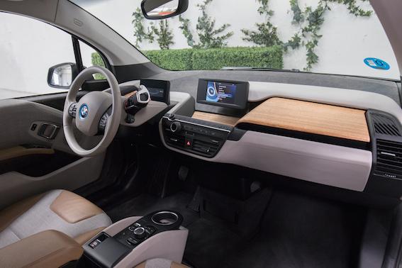 Dos de cada tres españoles se comprarían un coche eléctrico si costara menos de 15.000 euros