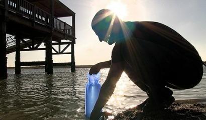 Bolsas de plástico para desinfectar el agua a bajo coste con la luz del sol