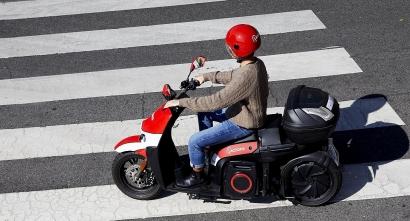 Acciona pone en marcha su servicio de motos eléctricas compartidas en Málaga