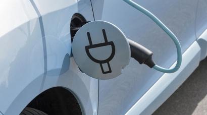 Los fabricantes de automóviles venden en España 30 coches 100% eléctricos... cada día