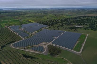 La española Holaluz y la alemana Wirtgen Invest firman un PPA para cuatro parques solares en Portugal