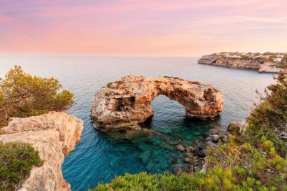Baleares financiará con un millón de euros instalaciones de autoconsumo solar y minieólico de administraciones locales