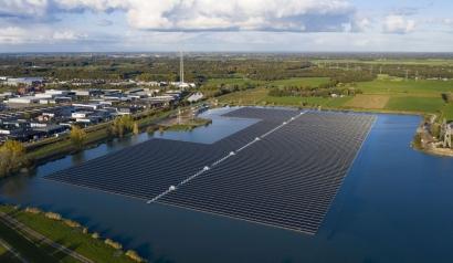 BayWa pone en marcha en solo seis semanas el mayor parque solar flotante de Holanda