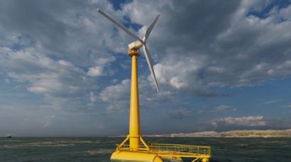 La primera plataforma eólica flotante de la España peninsular se echa al mar en Santander