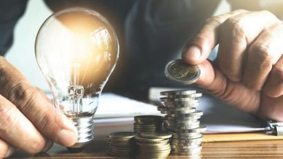 El Gobierno prepara medidas coyunturales para bajar el precio de la luz