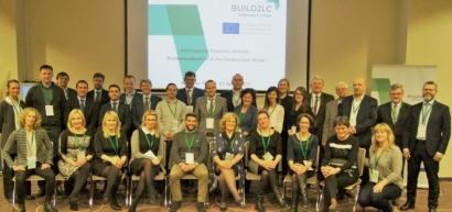 Andalucía defiende en Europa un modelo de construcción que pasa por el autoconsumo eléctrico y la biomasa para usos térmicos