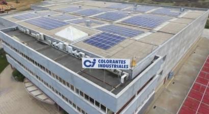 SUD monta un autoconsumo de 200 kilovatios en la cubierta de una empresa de Colorantes Industriales