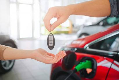 """Aedive y Ganvam piden más incentivos, como """"bolsas de kilómetros"""", para quien compre un vehículo eléctrico"""