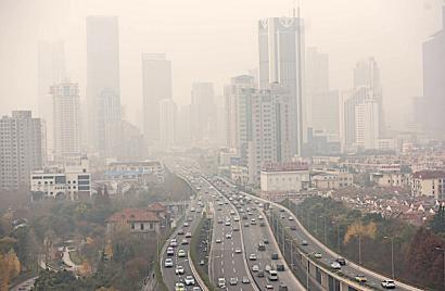Poner un precio a los combustibles sucios en línea con el daño que causan reduciría a la mitad las muertes por contaminación