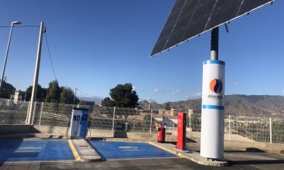 Andalucía inaugura su primer punto de recarga solar para vehículos eléctricos