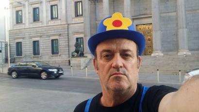 """César Vea se planta ante el Congreso """"de sol a sol"""""""