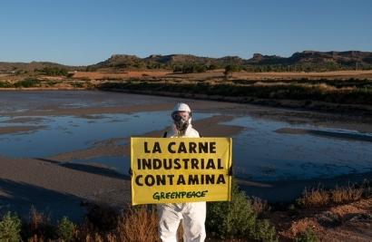 """Greenpeace denuncia la """"apuesta suicida"""" de la ganadería industrial en el Día Mundial de la Alimentación"""