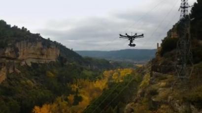 Drones que sobrevuelan instalaciones fotovoltaicas