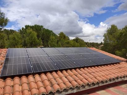 'Uno de los nuestros' se independiza de la red eléctrica con una instalación fotovoltaica aislada