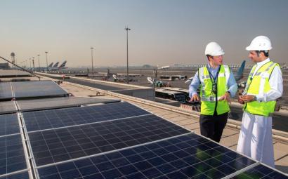 El aeropuerto de Dubai inaugura un sistema solar formado por 15.000 paneles