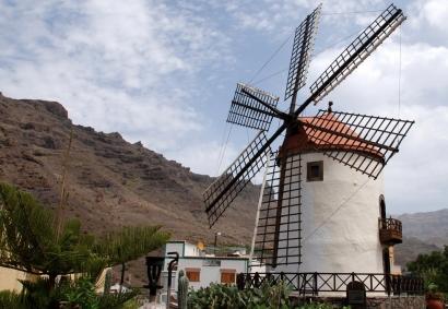 Gran Canaria subvencionará las instalaciones solares y minieólicas para autoconsumo de las cofradías de pescadores