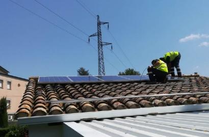 Holaluz pone en marcha dos instalaciones de autoconsumo solar cada día