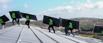 Montadores paneles fotovoltaicos