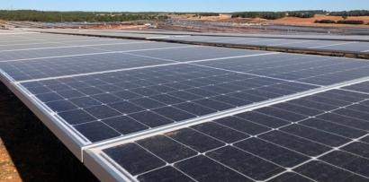 Luz verde al parque solar que suministrará energía a la mayor fábrica de hidrógeno limpio para uso industrial de Europa