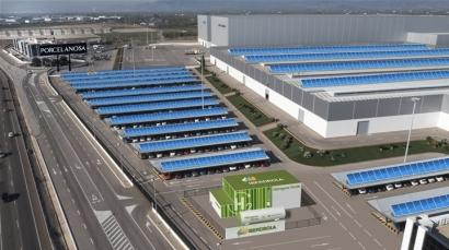 Sector cerámico electrointensivo:Porcelanosa lidera la apuesta por inyectar energía solo renovable a sus procesos de producción