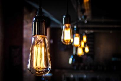 Cuatro de cada diez hogares españoles no sabe qué tarifa eléctrica tiene contratada