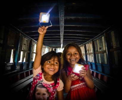 Lámparas solares que sustituyen a las de queroseno