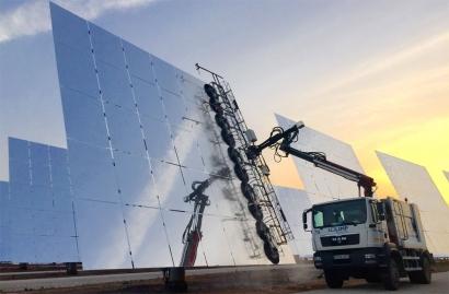 Almacenar electricidad renovable en centrales termosolares cuesta diez veces menos que hacerlo en baterías