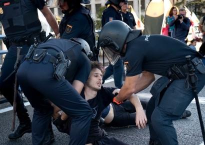 Primeras detenciones en el acto de desobediencia civil convocado hoy por Rebelión por el Clima en Madrid