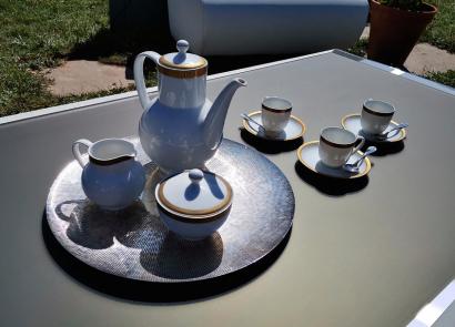 La firma española ArtesMoble presenta la primera mesa solar-electrónica