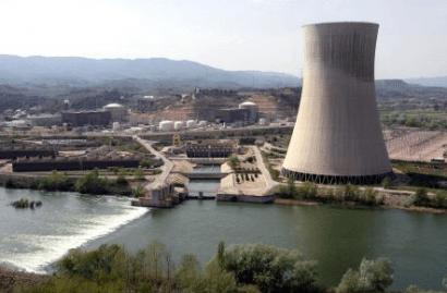 Prolongar hasta los 50 años la vida operativa de las centrales nucleares españolas encarecerá el precio de la electricidad