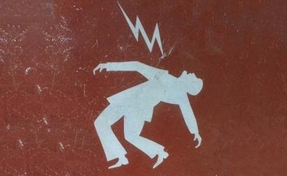 El Defensor del Pueblo desvela cómo tratan el Gobierno y las eléctricas a los consumidores vulnerables