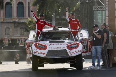 El 100% EcoPowered de Acciona, primer todoterreno 100% eléctrico del mundo en acabar el rally Dakar