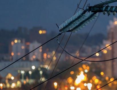 La interconexión eléctrica con Francia cumple cuatro años de saldo import-export negativo para España