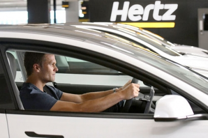 Hertz Invests in Largest Electric Vehicle Rental Fleet, Scores Tom Brady as Spokesperson