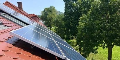 Tejados solares en viviendas unifamiliares: Kutxabank y Repsol se alían para hacerse con el mercado del autoconsumo