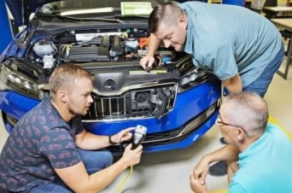 La Academia Škoda ya ha formado a 12.000 empleados en electromovilidad