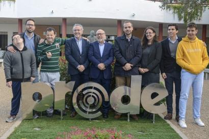 """El autoconsumo """"regala"""" 11.900 euros a una fundación de ayuda a personas con diversidad intelectual"""