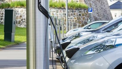"""La UE, """"muy lejos"""" de materializar su objetivo de tener un millón de puntos de recarga para vehículo eléctrico en 2025"""
