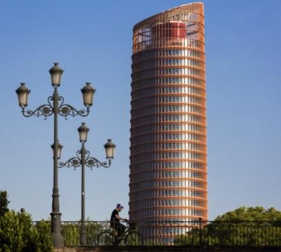 La instalación solar para autoconsumo del rascacielos más alto de Andalucía ha generado 200.000 kilovatios hora en 2018