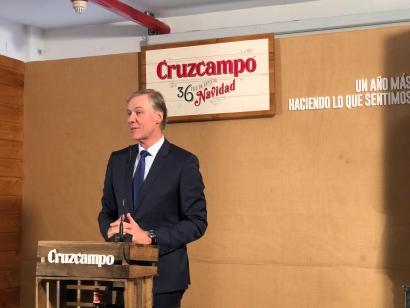 Cruzcampo presenta su cerveza de Navidad anunciando una planta de biomasa