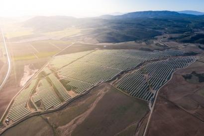 La italiana ENI firma un acuerdo con X-Elio para potenciar su presencia en el mercado español de renovables