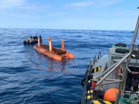 La empresa vasca Arrecife instala su dispositivo captador de la energía de las olas en el banco de ensayos marinos BiMEP
