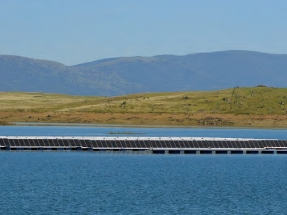 Acciona construye la primera planta FV flotante conectada a red de España