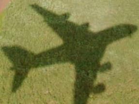 Las compañías aéreas contaminan más porque siguen rutas más largas para evitar zonas con tarifas más elevadas