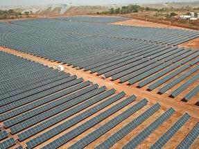 Suntrace y BayWa firman el mayor sistema híbrido de energía solar y baterías del mundo para la industria minera
