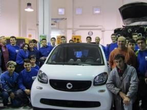 Baleares entrega seis coches eléctricos a institutos de FP que imparten estudios relacionados con la automoción