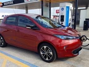 El Instituto Europeo del Cobre calcula que recorrer cien kilómetros en coche eléctrico cuesta en España menos de un euro