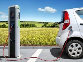 Ábalos anuncia la inmediata regulación de los puntos de recarga para los eléctricos en las carreteras españolas