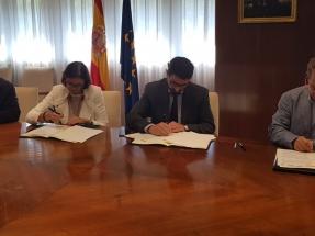 """Gobierno, empresa y sindicatos firman un acuerdo """"para paliar los efectos del cese ordenado"""" de Vestas Villadangos"""