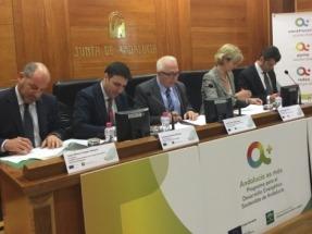 La Junta y varias asociaciones empresariales firman un acuerdo para fomentar el uso de energías renovables en edificios andaluces